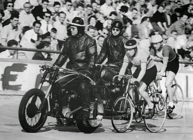 Ciclismo tras moto
